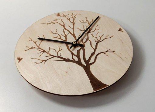Puinen kello runko