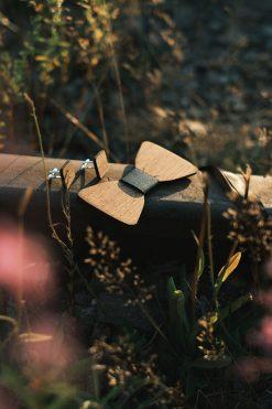 Puinen rusetti + kalvosinnapit, tumma